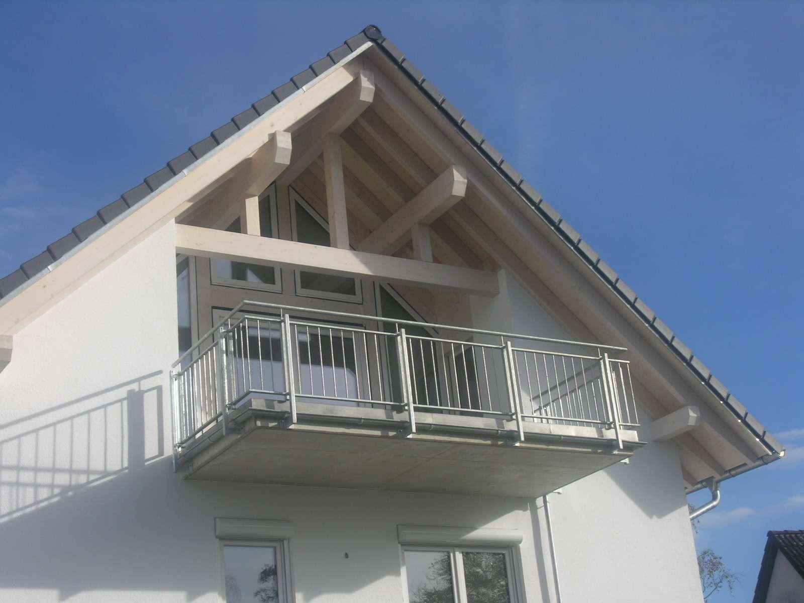 Wohnen in Bestlage von Fürstenfeldbruck: 2-Zimmer-Dachgeschosswohnung mit großer Loggia/Balkon