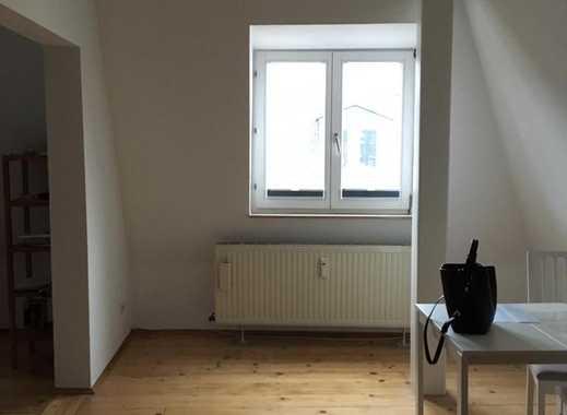 Exklusive, gepflegte 2-Zimmer-DG-Wohnung mit Balkon und Einbauküche in Frankfurt Bornheim