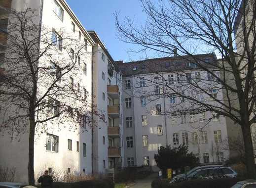 KFZ-Außenstellplatz mit abschließbaren Pfosten auf Hof zu vermieten