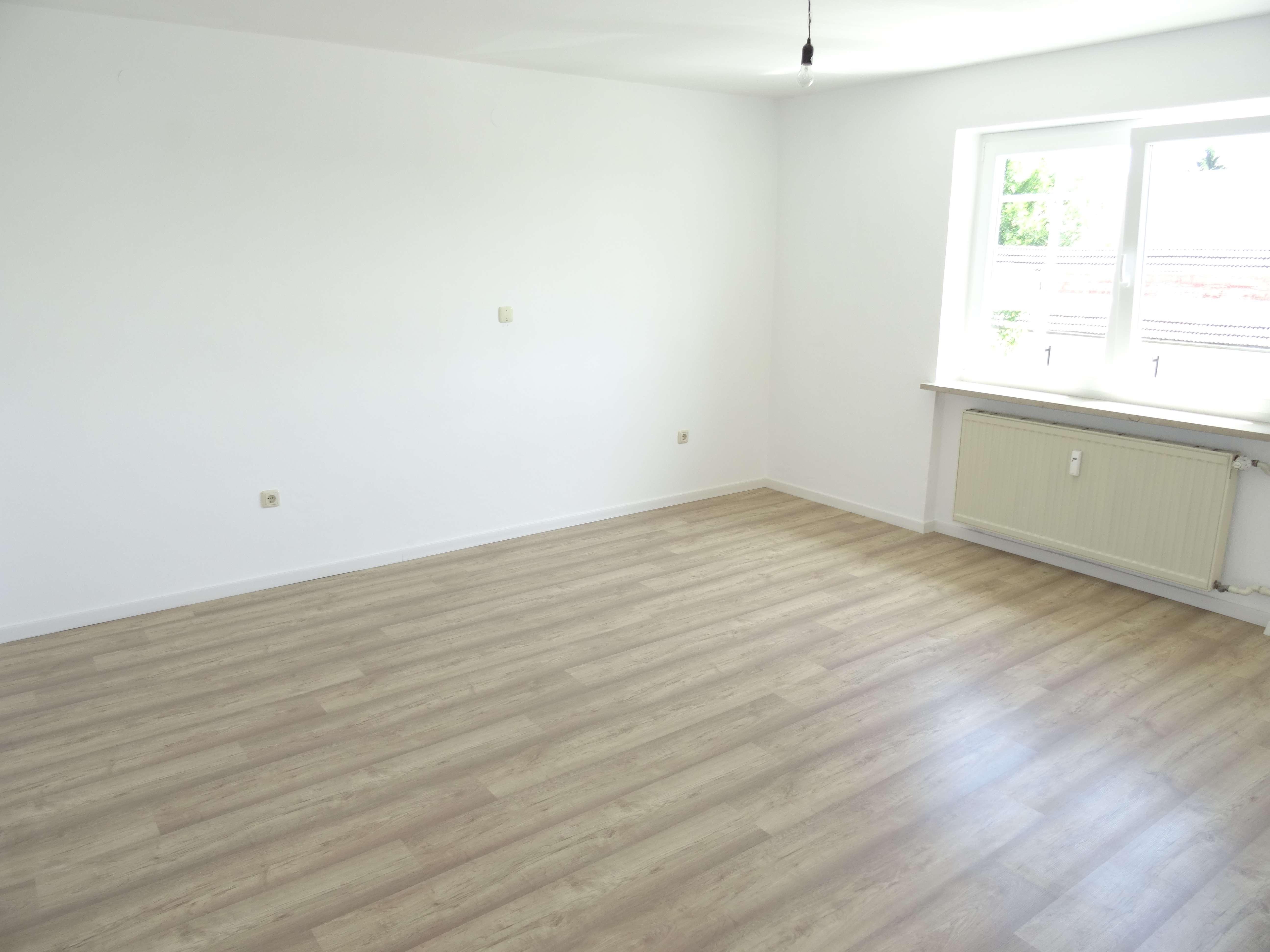 Erstbezug nach Sanierung mit Balkon: freundliche 3-Zimmer-Wohnung in Aichach-Edenried