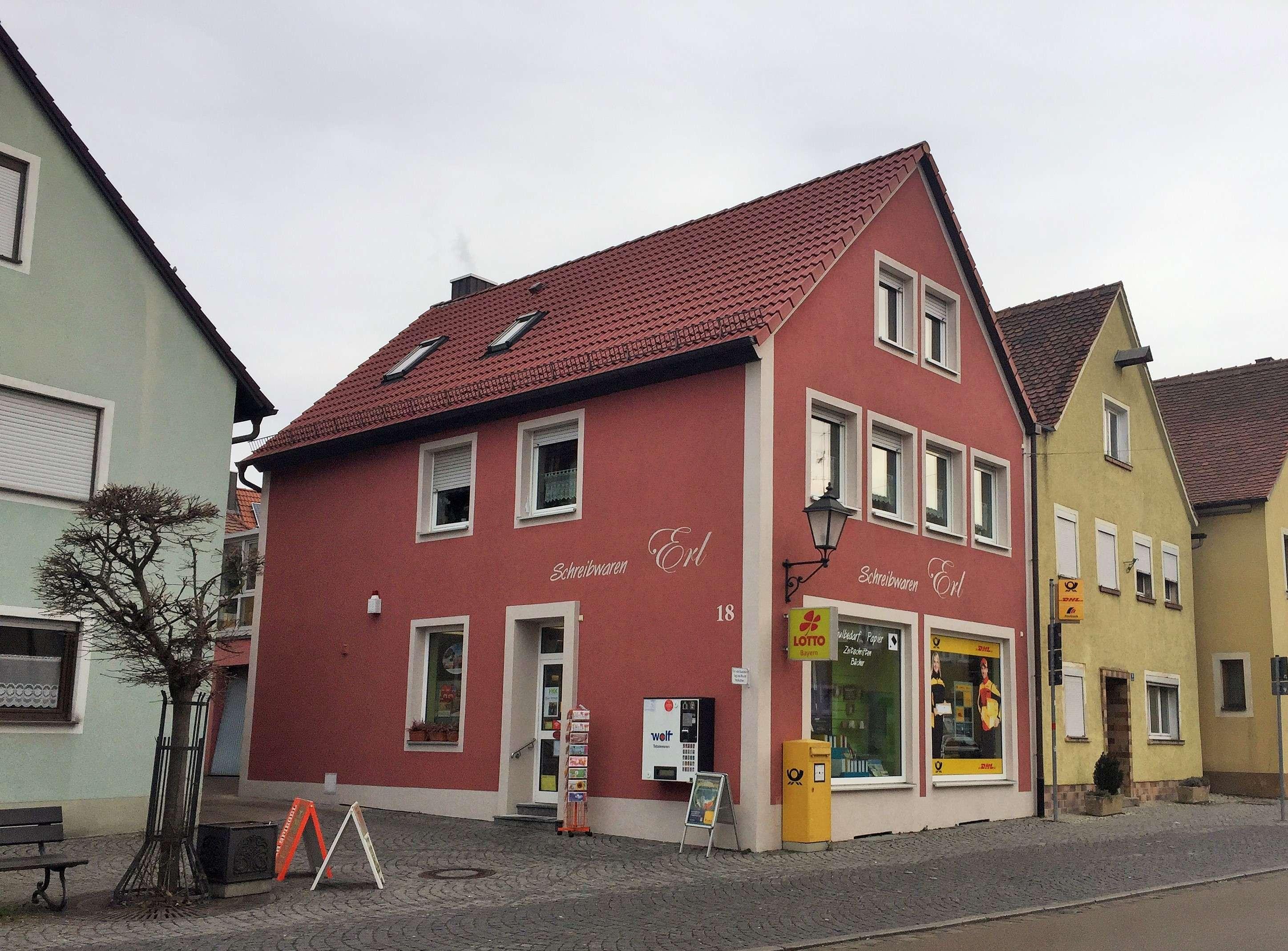 Freundliche 2-Zimmer-Dachgeschosswohnung mit Einbauküche in Herrieden in Herrieden