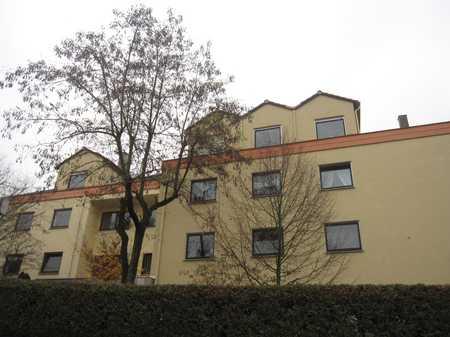Schön gelegene 1-Zimmer-Wohnung mit Süd-West-Balkon und Einbauküche in Ronhof / Kronach (Fürth)
