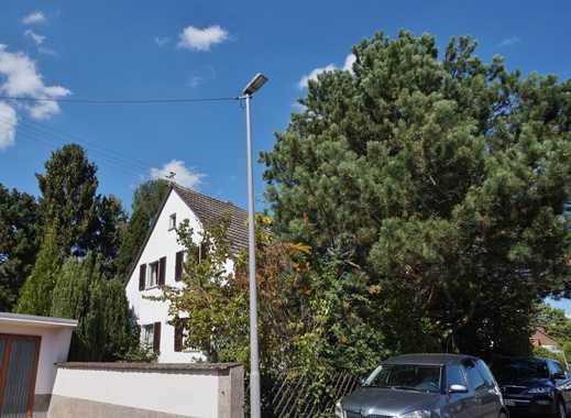 Freistehendes Einfamilienhaus mit riesigem Grundstück in idyllischer Wohnlage! Sanierung oder Abriss