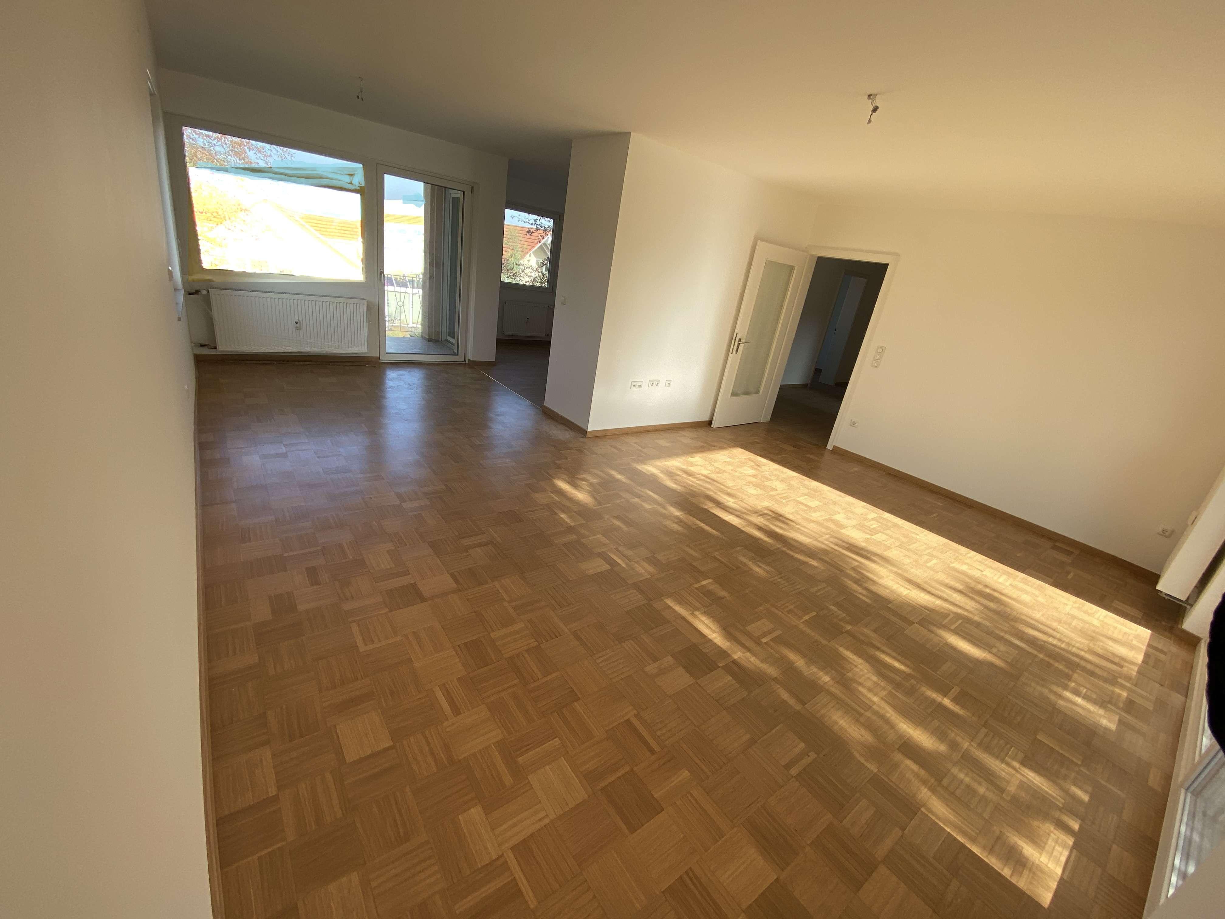 Erstbezug nach Sanierung mit Balkon: Exklusive 4-Zimmer-Wohnung in Eschenau in Eckental
