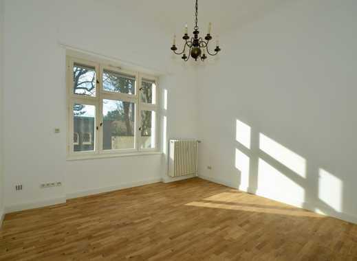 Ehemals Kontor - jetzt eine besondere Wohnung mit viel Licht und hohen Räumen