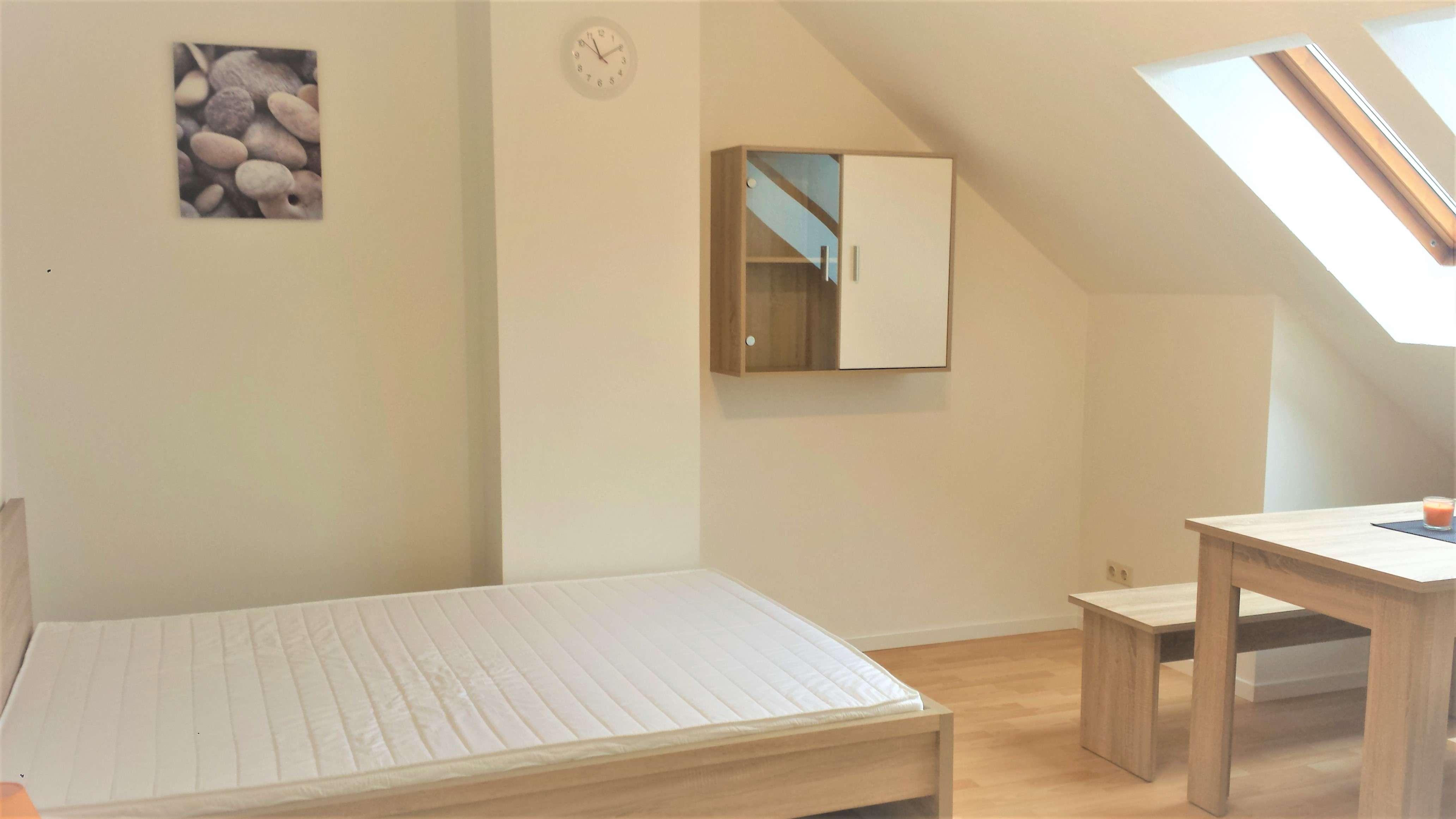 Einzimmerwohnung möbliert mit separater Küche und Bad (200 m zu Schaeffler) in Herzogenaurach