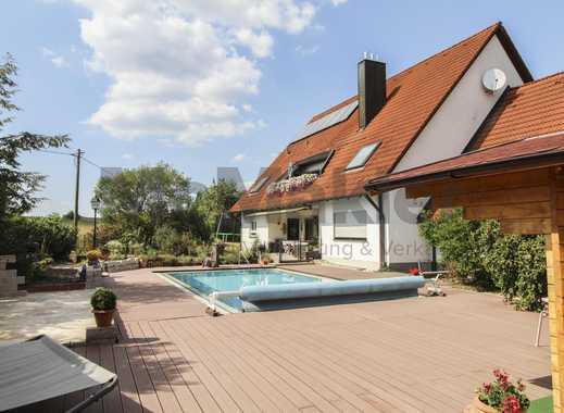 Familien-Residenz der Extraklasse: 15-Zi.-EFH mit Sauna, Pool und Panoramablick in die Natur!