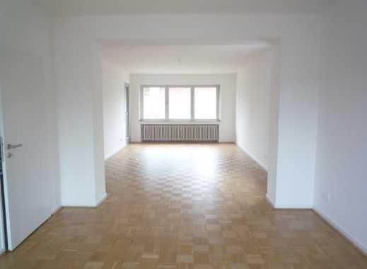 Schöne, großzügige und renovierte Maisonette-Wohnung in MG-Dahl mit Balkon