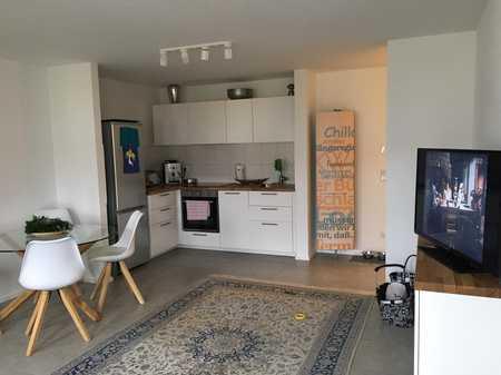 Geschmackvolle Wohnung mit zwei Zimmern sowie Balkon und EBK in Augsburg in Göggingen