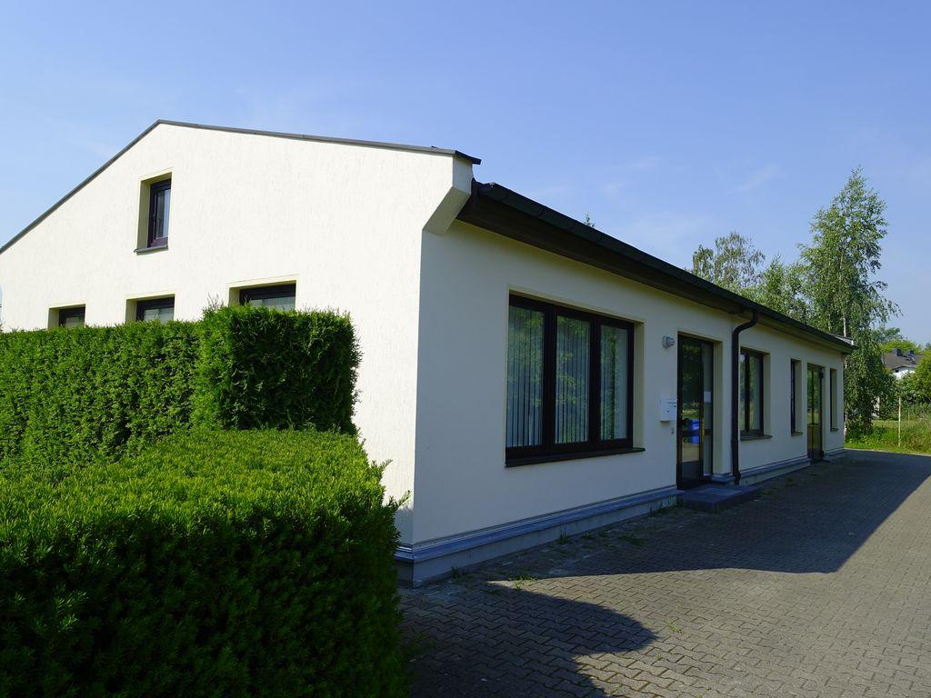 1 Bürogebäude dicht neu