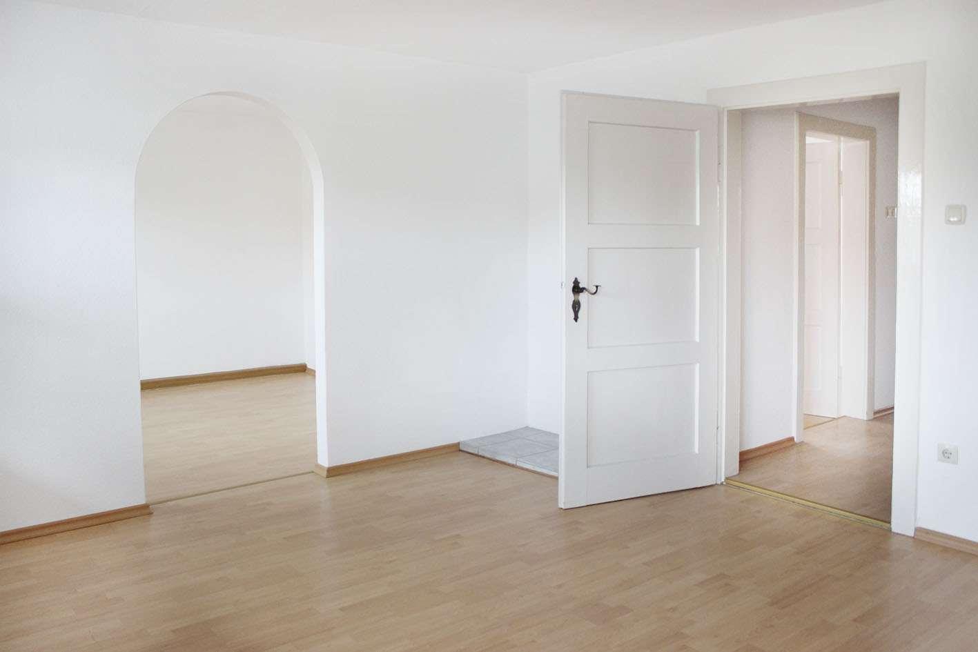 Gepflegte + sanierte 65 qm große 2-Zimmer Wohnung mit EBK, zentral in Riedering in Riedering