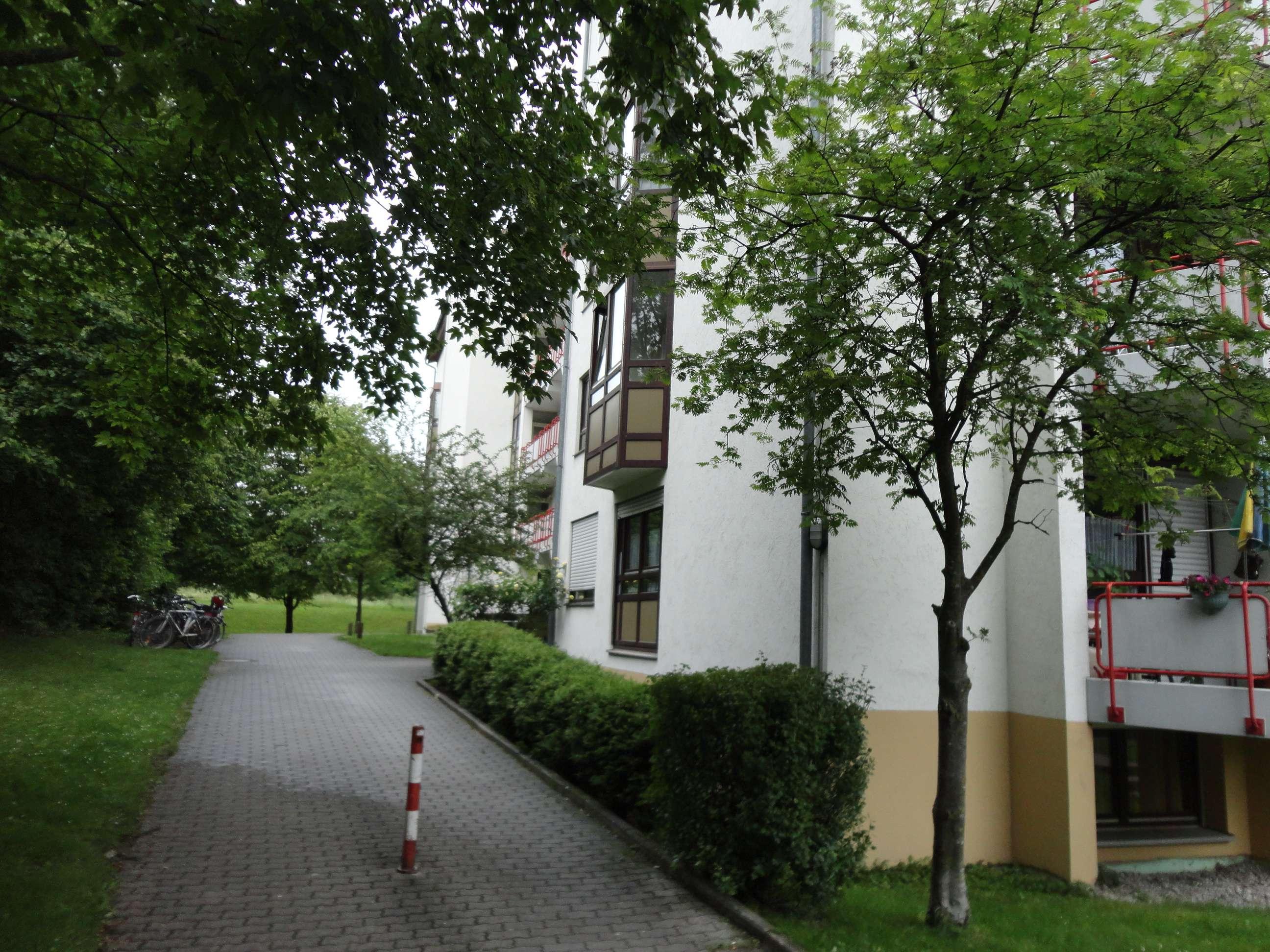 Stilvolle, vollständig renovierte 1-Zimmer-Wohnung mit Balkon und EBK in Allach, München
