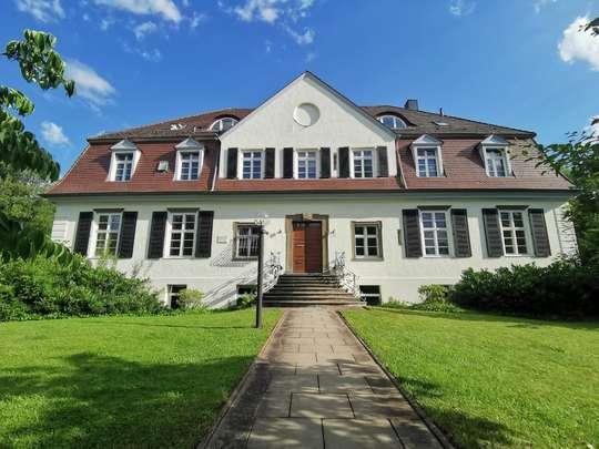 Großzügige helle Büroräume in repräsentativer Villa im Ostviertel