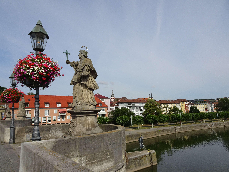 An der Alten Mainbrücke mit herrlichem Blick auf die Stadt ! in Mainviertel (Würzburg)
