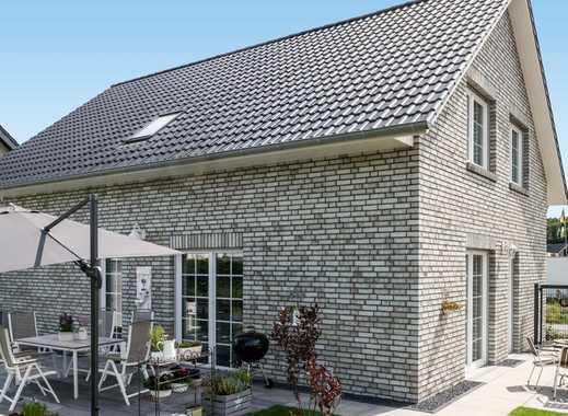 Einfamilienhaus mit Garage , ca. 120 m2 Wfl., 670 m2 Grundstück (auch als Mietkaufvariante möglich)