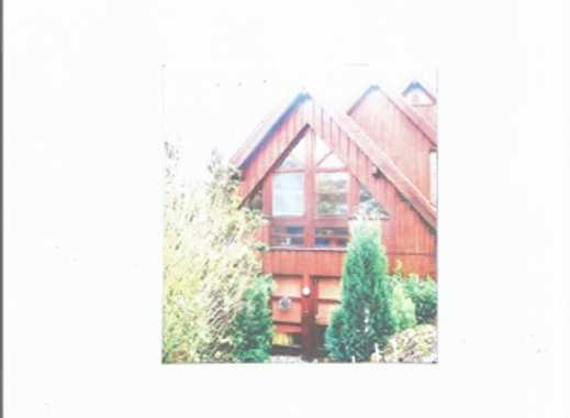 - Maisonette-Wohnung über 3 Ebenen    in ruhiger Lage mit Carport -