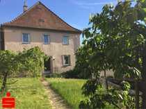 Ehemaliges Bauernhaus mit großer Scheune