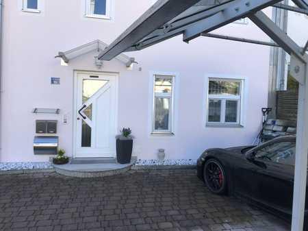 Gepflegte 2-Zimmer-EG-Wohnung mit Terasse, Garten und EBK in Fahrenzhausen in Fahrenzhausen