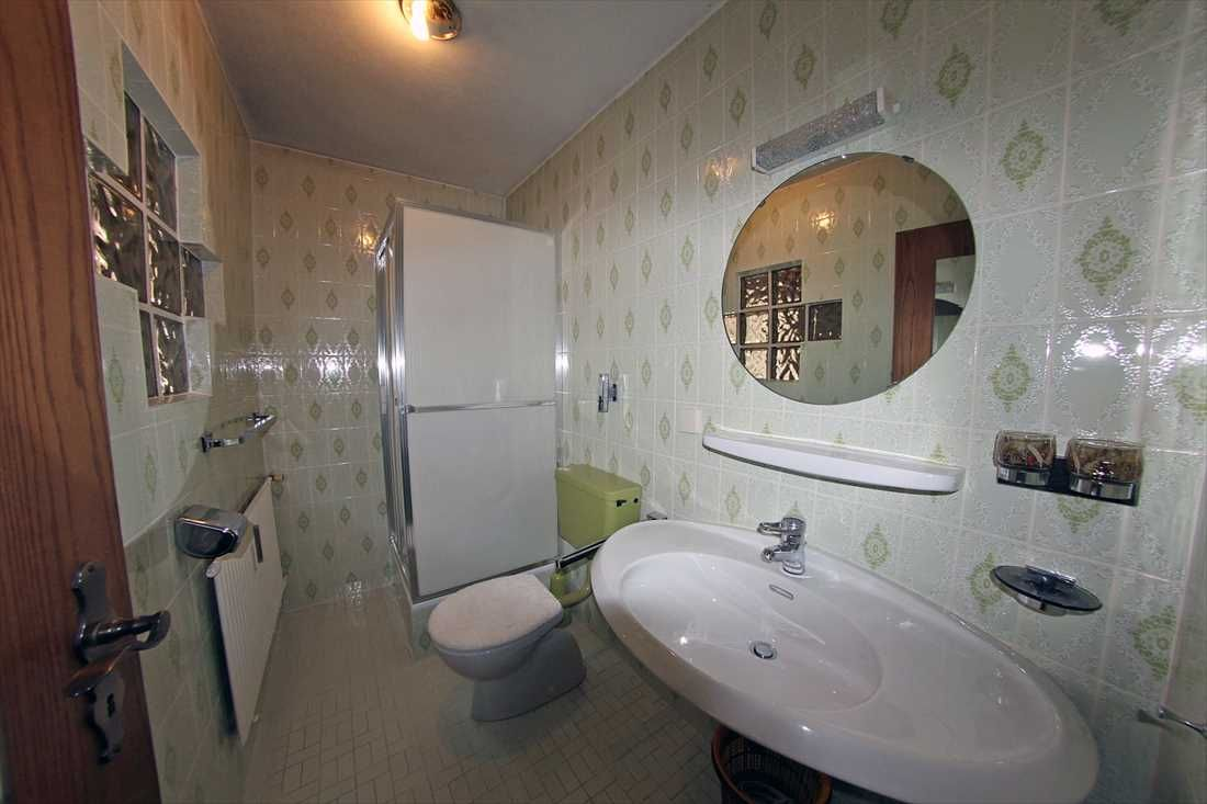 Große 4-5 Zimmer Wohnung mit zwei Garagen und zwei Hobbyräumen