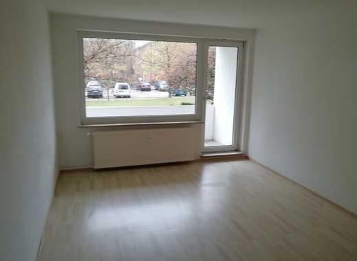 Erdgeschoss: Helle 3 Zi. mit Wannenbad und Balkon