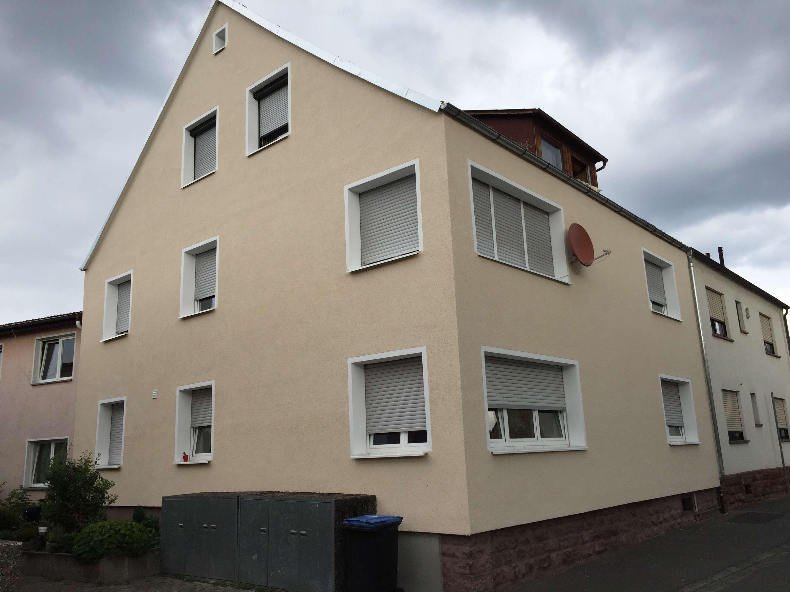 Erstbezug nach Sanierung mit Balkon: freundliche 3-Zimmer-Wohnung in Großheubach im 1. OG in