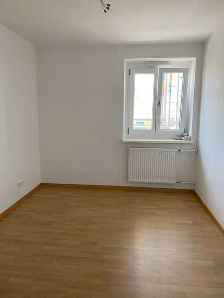 Erstbezug schöne 1 Zimmer Wohnung mit Wohnküche und Loggia in Nordwest