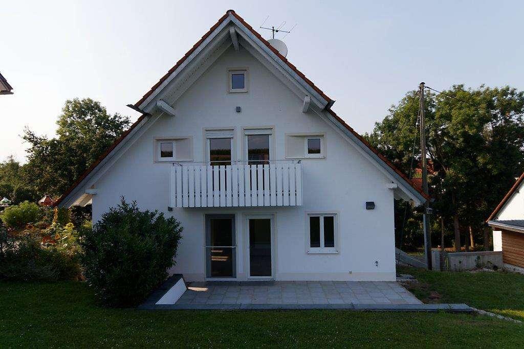 Modernisierte 5-Zimmer-Wohnung mit Terrasse, Garten und Balkon in Wifling in