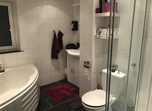 Schöne, sehr zentrale, modernisierte 2-Zimmer-Hochparterre-Wohnung mit Balkon - Düsseldorf Derendorf