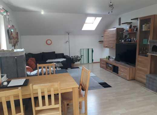 Freundliche 2-Zimmer-Dachgeschosswohnung mit Balkon und Einbauküche in Glonn