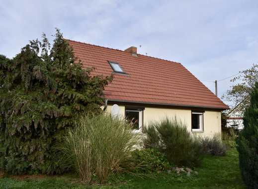 Einfamilienhaus mit viel Potenzial und großem Grundstück!!