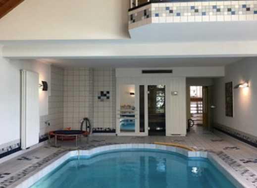 Super schöne Villa - direkt am See gelegen + Innenpool und Sauna
