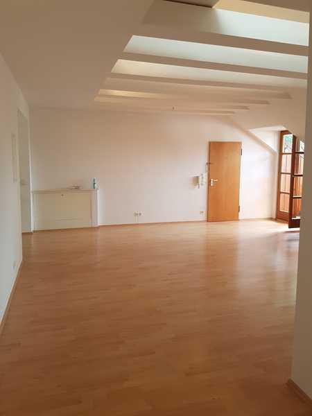 3,5 Zimmer-Dachgeschoss-Wohnung großzügiger Grundriss in Perlach (München)