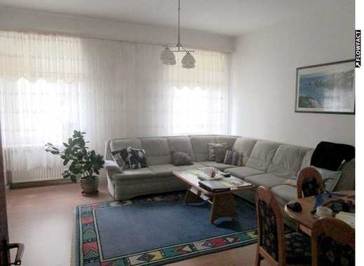 Schöne 3 Zimmer-Altbauwohnung mit hohen Decken in reizvoller Jugendstilfassade und ruhigher Lage.