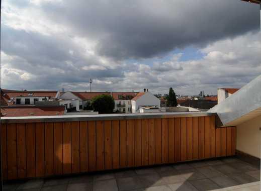 Blick über Berlin: Neu ausgebaute Dachgeschoss-Maisonettewohnung