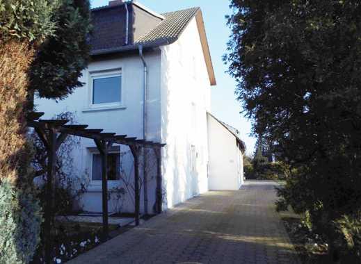 Tolle Verkehrsanbindung & zentral! Renovierte 2 ZKB-Maisonette-Wohnung mit Garage