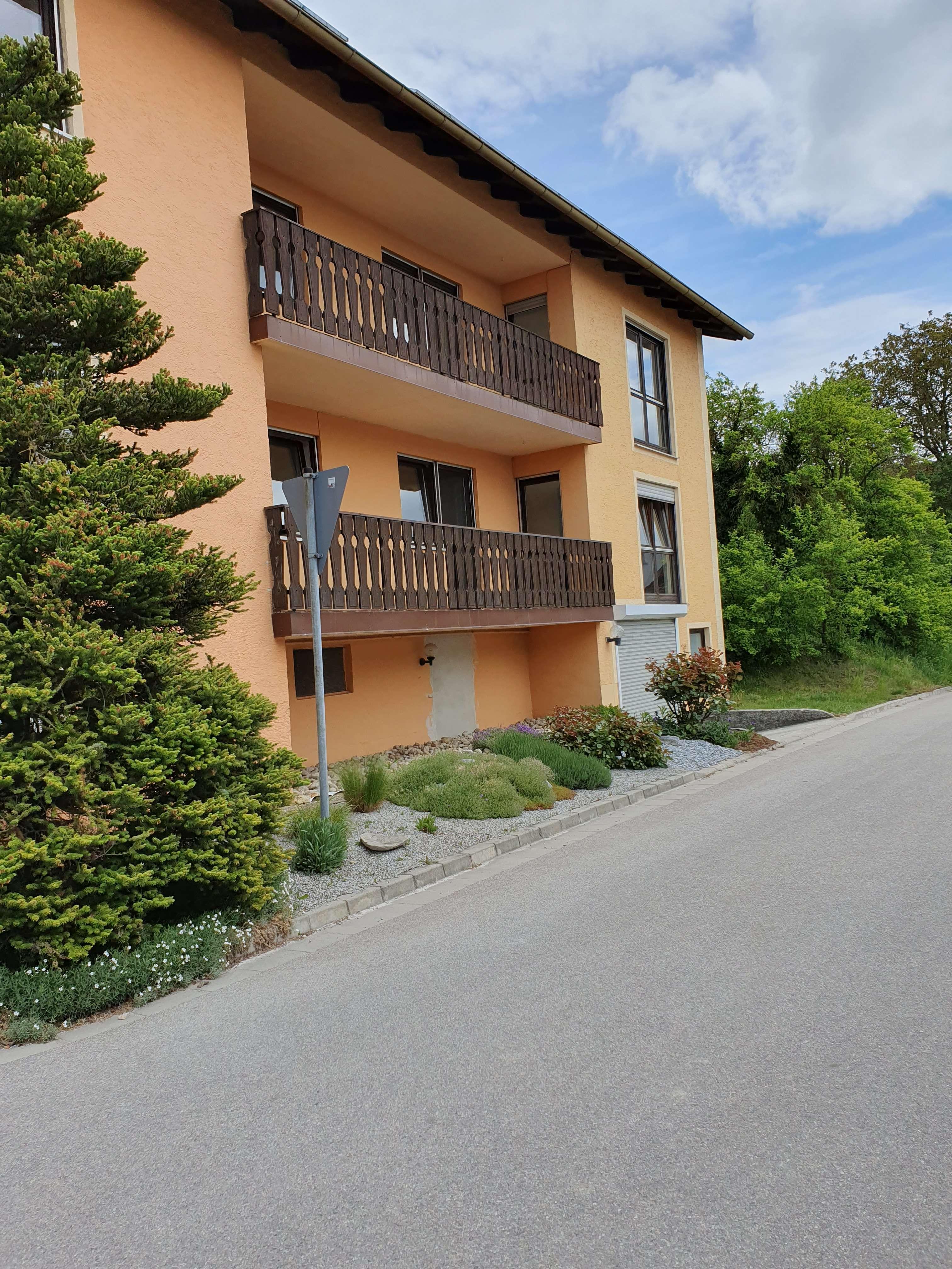 Großzügige  helle 5 Zimmerwohnung  mit Balkon in ruhiger Lage