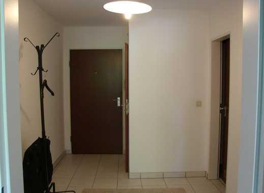 Stilvolle, modernisierte 2-Zimmer-Wohnung mit Balkon und EBK in Taufkirchen