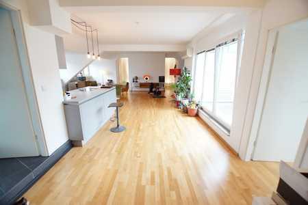 New Yorker Flair in klimatisierter Dachgeschosswohnung mit gemütlicher Dachloggia in Himpfelshof (Nürnberg)