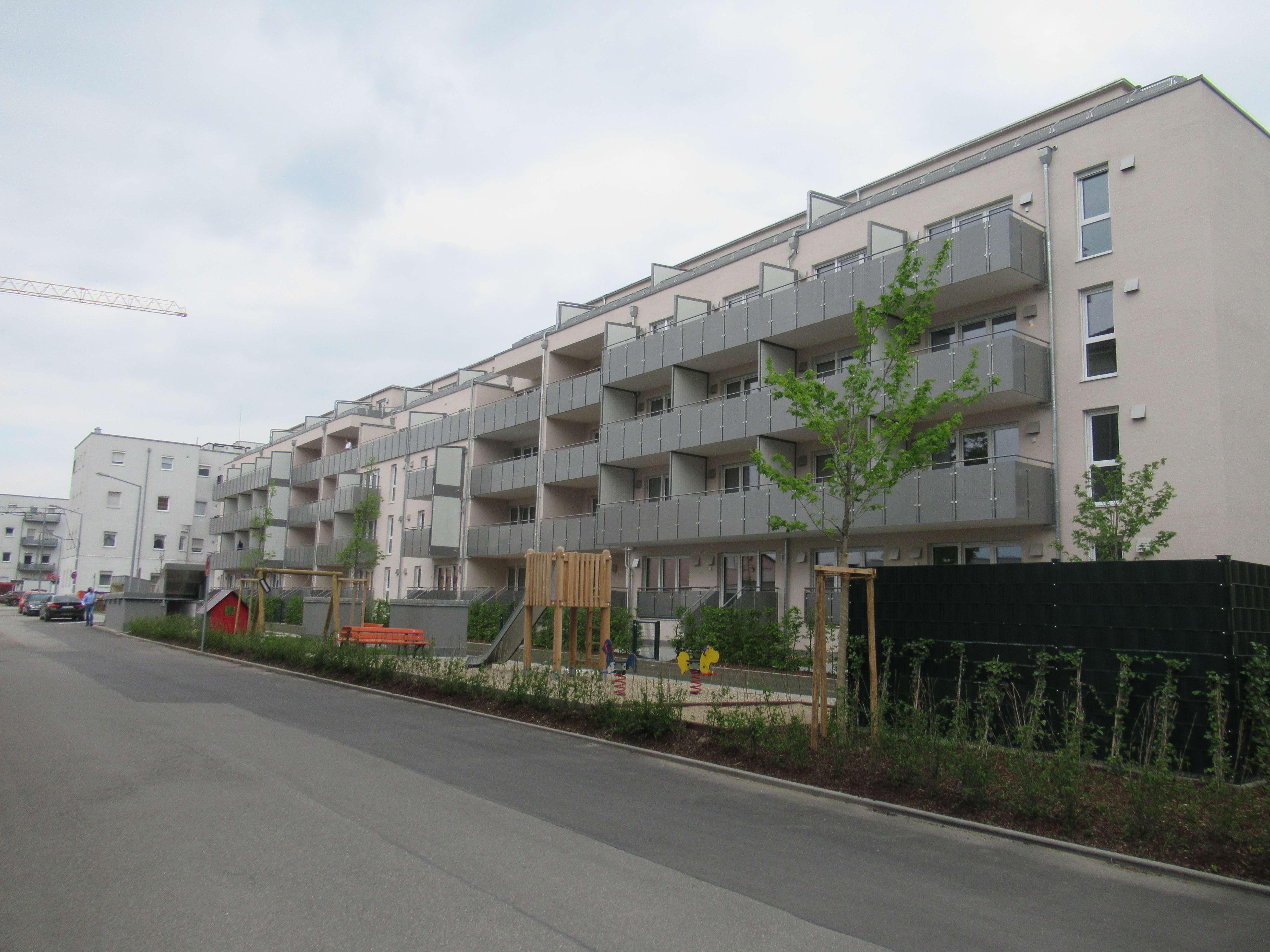 Erstbezug: Vermietung von 2 schönen kleinen Wohnungen mit EBK und Balkon in