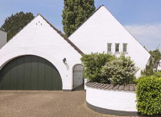 Df.-Kaiserswerth: Stilvoll-behagliches Villenwesen in Rheinufer-Nähe