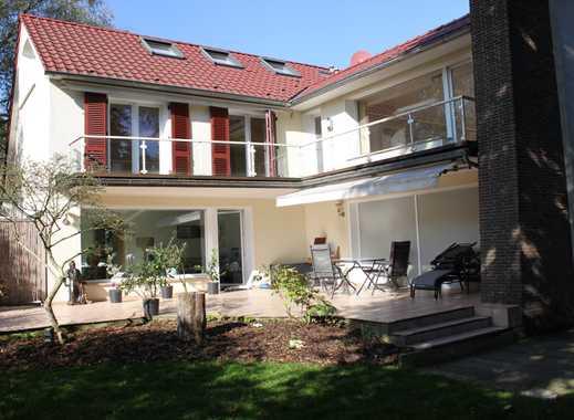 Exklusive Etagenwohnung in einem Zweifamilienhaus mit großem sonnigen Balkon
