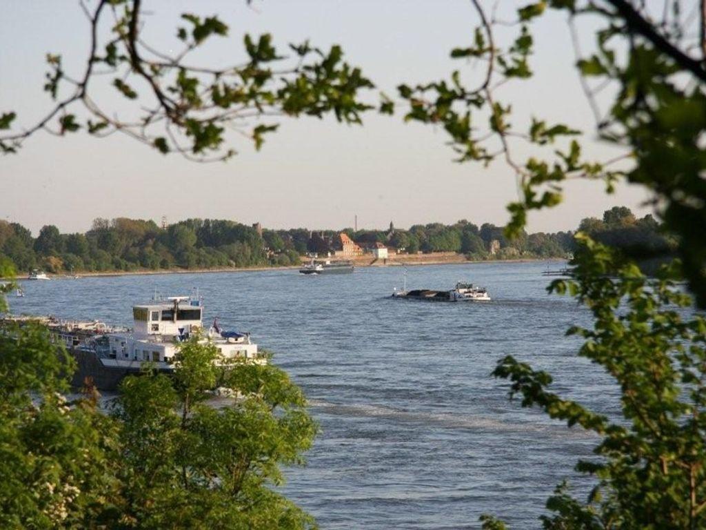 Blick auf Rhein und Kaiserswer