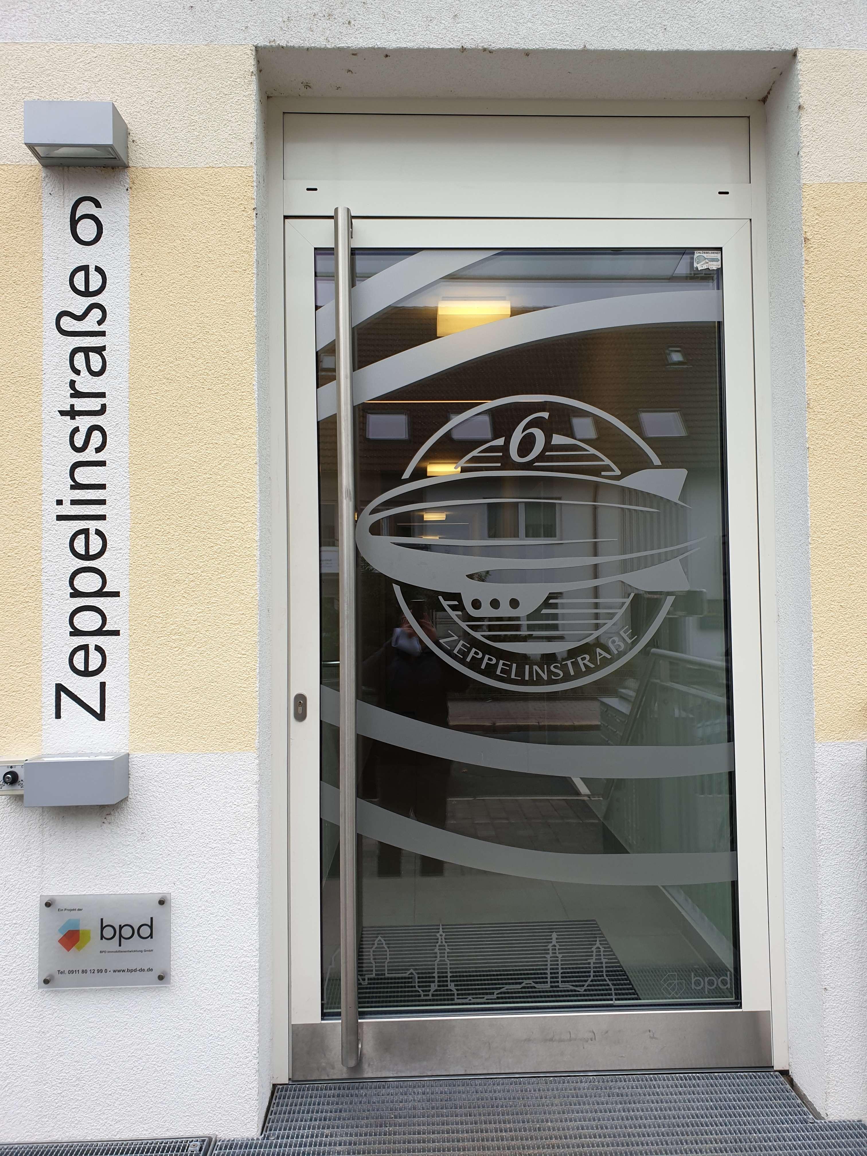 Schöne großzügige helle 1 Zimmer Wohnung mit EBK und Stellplatz in Erlangen Süd (Erlangen)