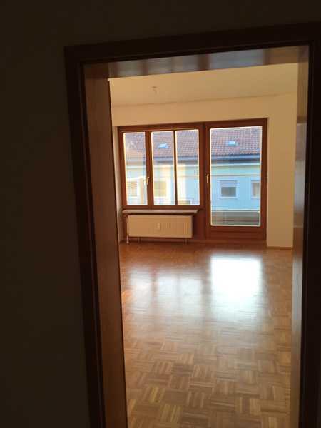 Schöne und besonders praktische 1,5 Zimmer-Wohnung in absolut zentraler und ruhiger Lage im Grünen in Nikola