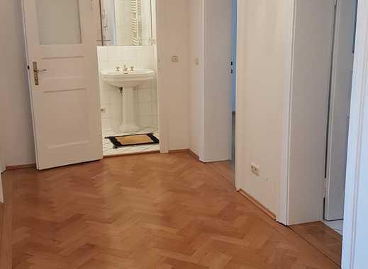 Stilvolle, sanierte 2,5-Zimmer-Altbau Wohnung am Dantebad