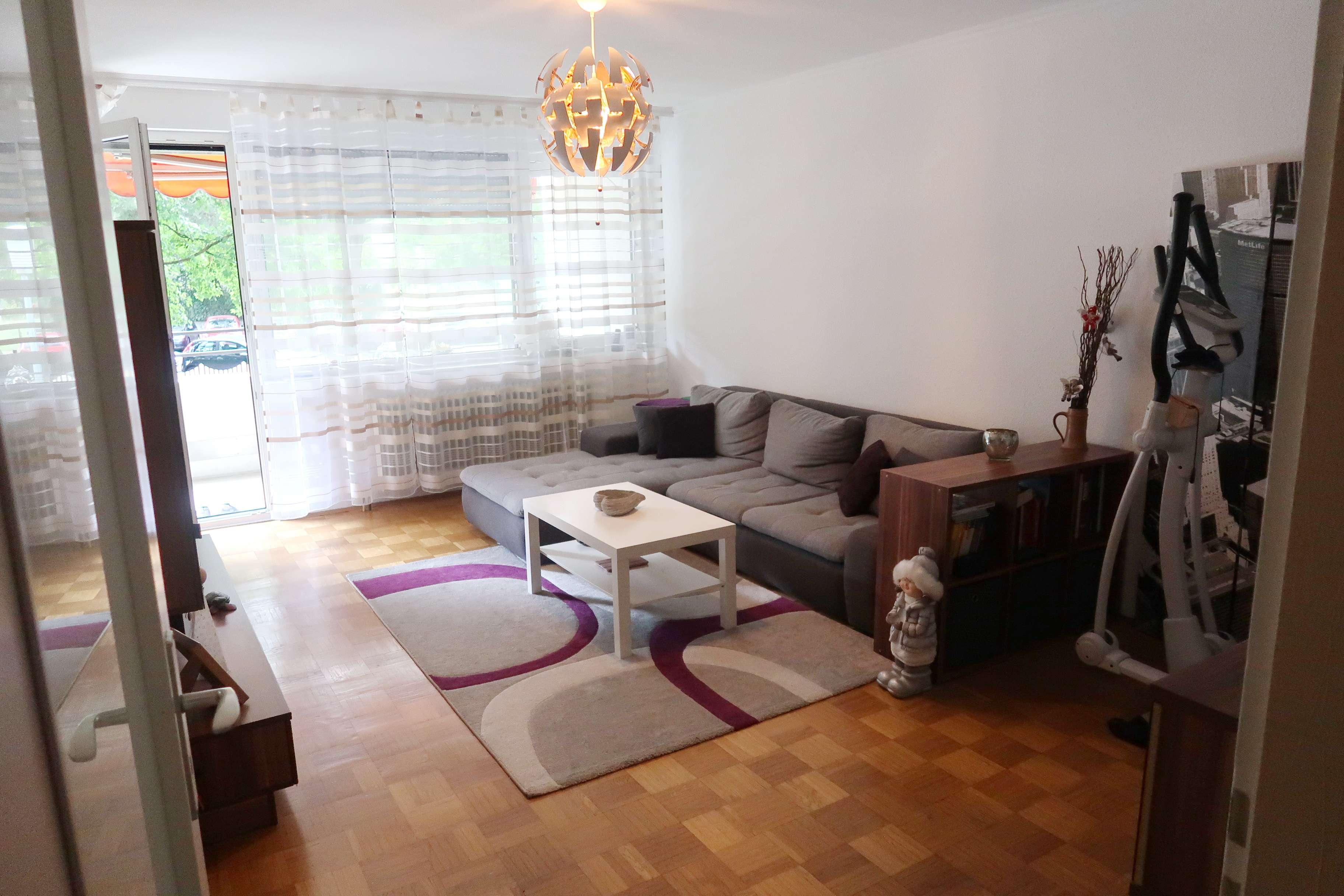Sanierte 4-Zimmer-Hochparterre-Wohnung mit Balkon und Einbauküche in Augsburg