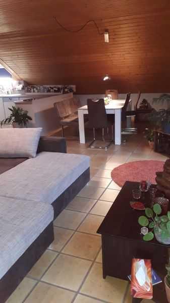 Wunderschöne, lichtdurchflutete bunte Wohnung mit guten Energieen, 3 Zimmer DG-Wohnung, 71m² in Moorenweis