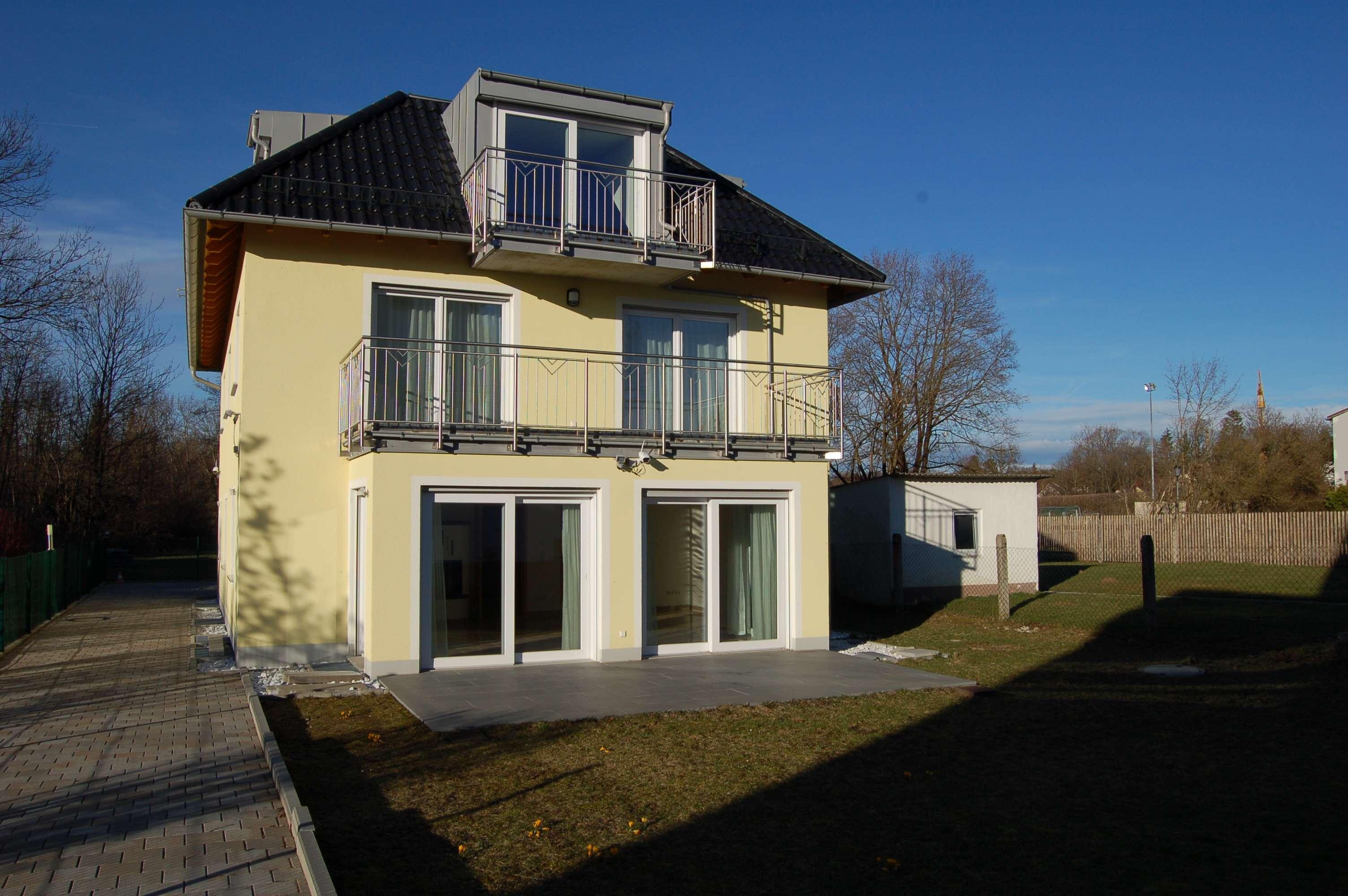 Erstvermietung hochwertige 3-Zimmerwohnung mit großem Süd-Balkon, EBK, Keller und Garage