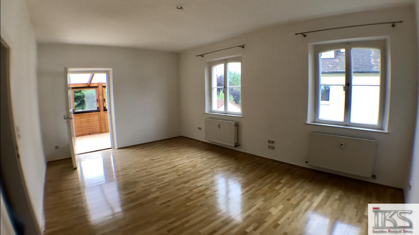 Ruhige und Hochwertige 3 Zi.-Whg. mit ca. 86 m² am Fuße des Grünen Hügels in