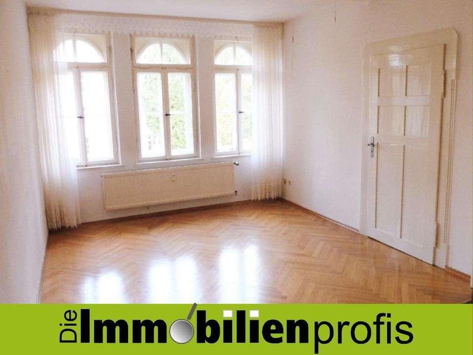 Stilvoll renovierte Altbauwohnung mit Einbauküche in Hof in Hof-Innenstadt